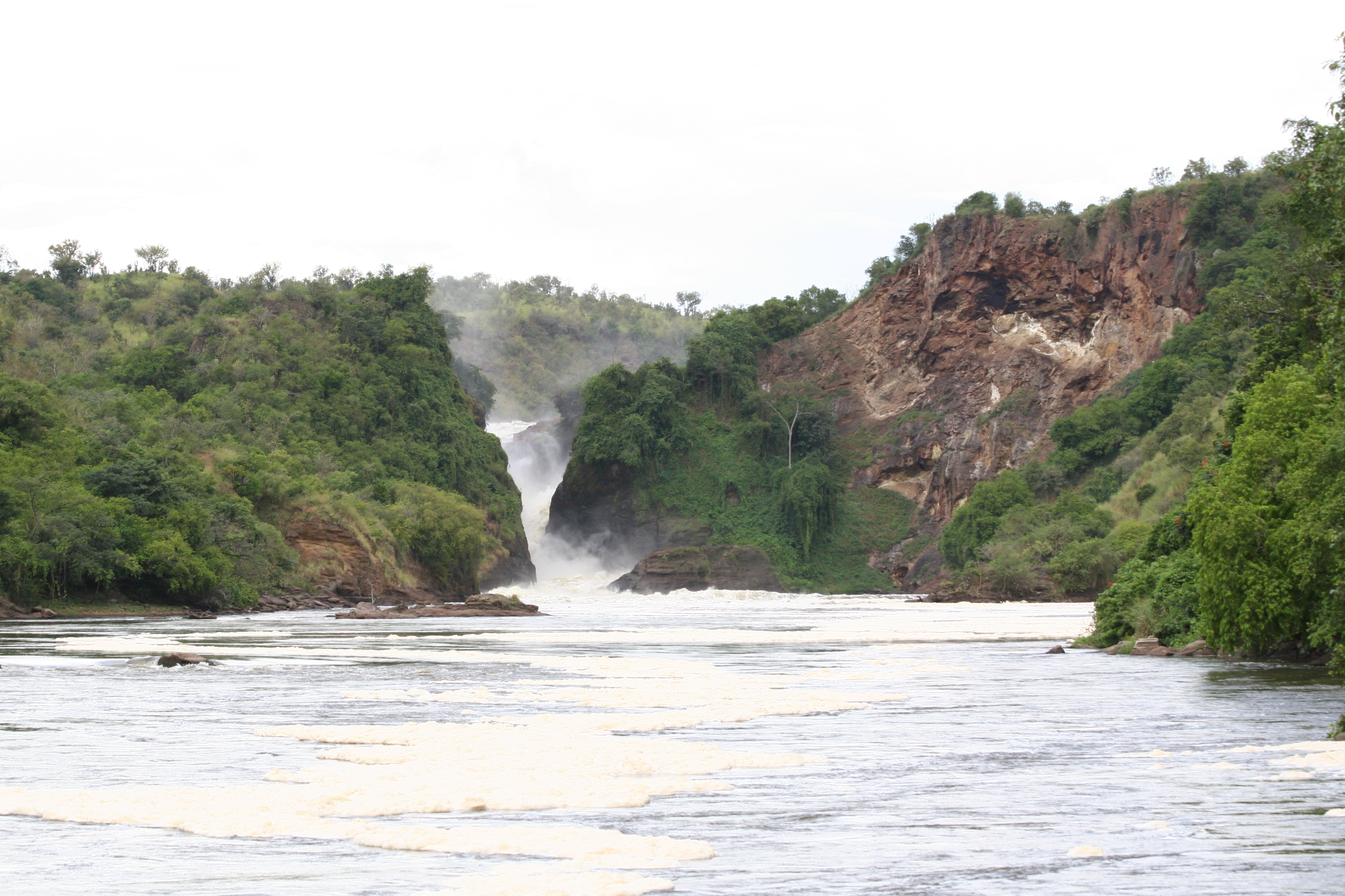 Museveni Roots for Cooperation in Management of Africa's Transboundary Lakes and Rivers